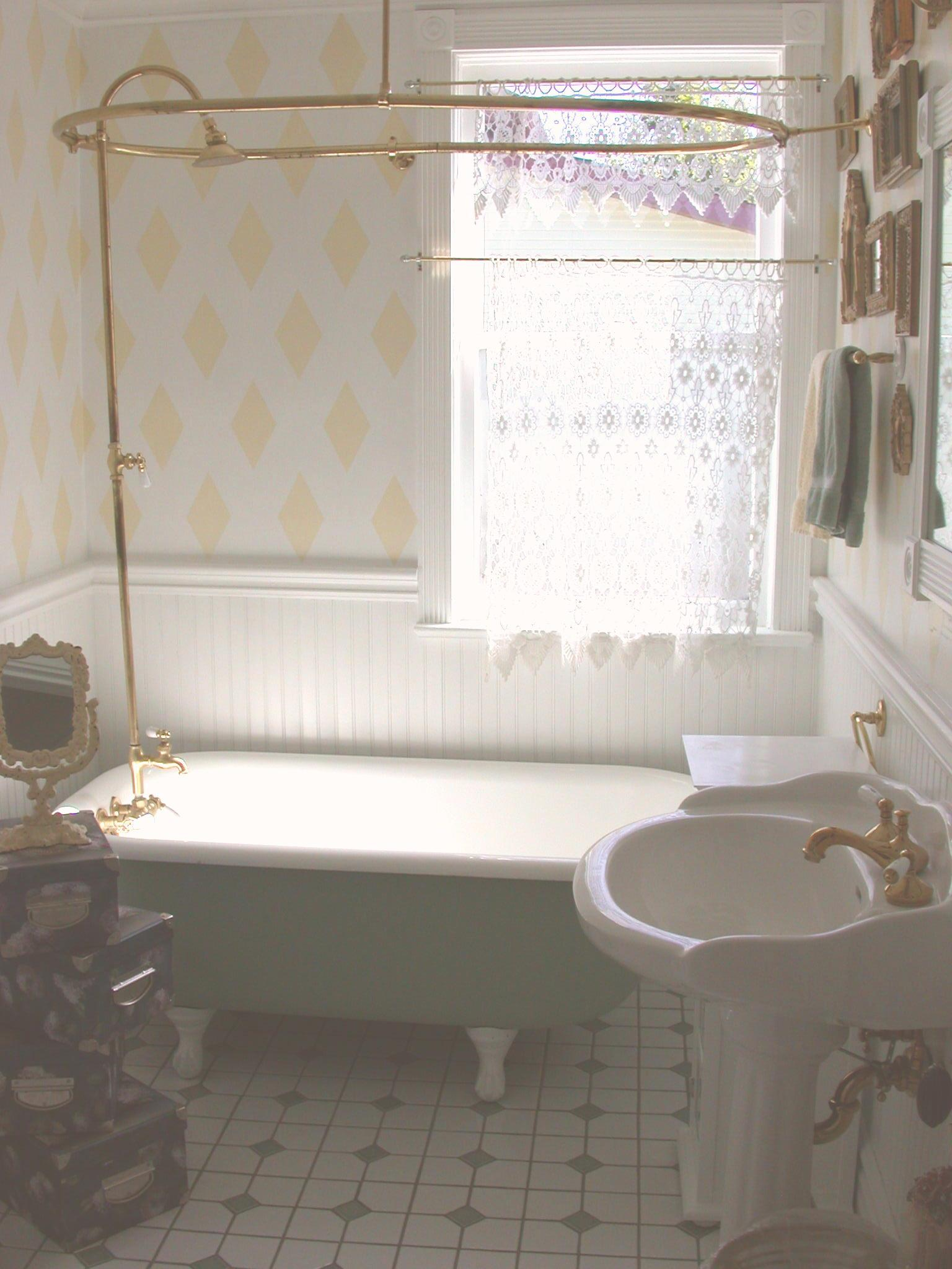 Small Victorian Bathroom Design Ideas